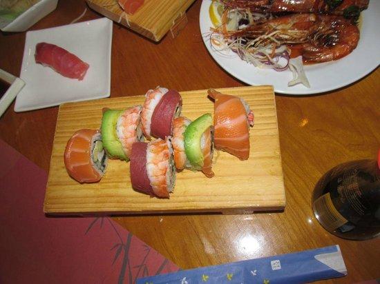 Tokyo Cafe: Rainbow roll