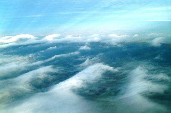 Bill Harrop's Original Balloon Safaris: Mountain Cloud Waves from Harrop's Balloon