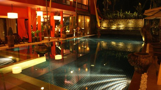 Golden Temple Hotel : The pool at night