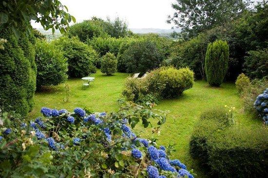 Chambre d'Hôtes Kerveroux : jardin