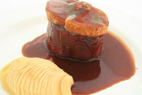 L'Oliana : Filete al vino con foie fresco y manzana