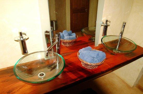 Bill Harrop's Original Balloon Safaris : Harrop's Club Bathroom Facilities