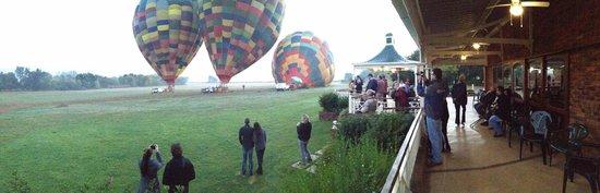 Bill Harrop's Original Balloon Safaris : Harrop's Club House