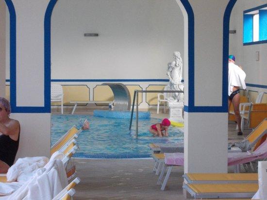 Hotel Terme Helvetia : piscina termale interna