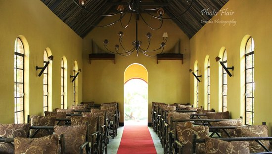 Shangri-La Country Hotel & Spa : The chapel that is on the premises (yes, you can have your wedding there too!)