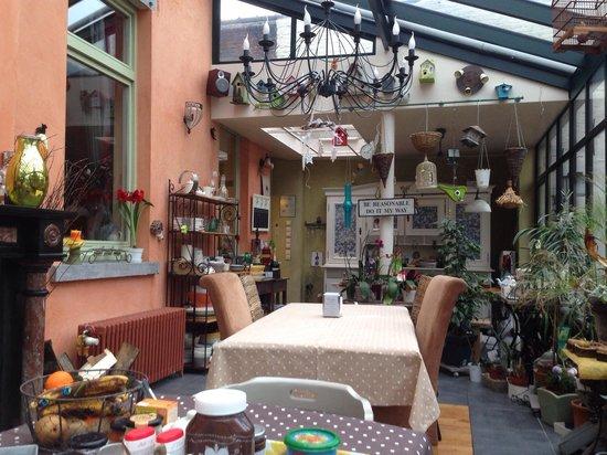 Bed & Breakfast Le Bonimenteur: Breakfast area