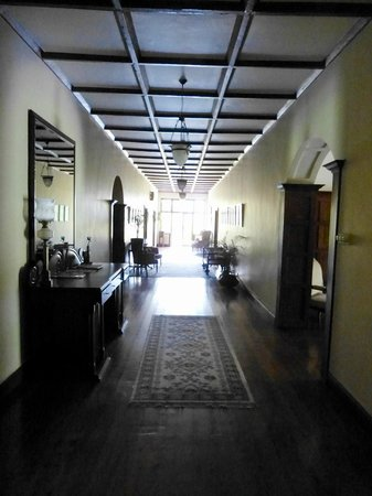 Ceylon Tea Trails - Relais & Chateaux : Central hallway