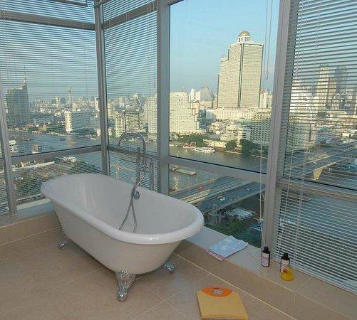 TheRiverSideBangkok Elegant Apartments: Bath time day or night is something special