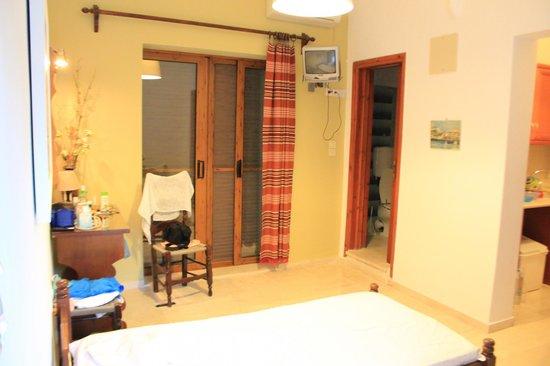 Melas Apartments: вторая комната