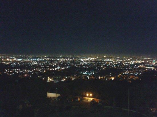 Villa Tuscolana Park Hotel : Vista panoramica di notte.