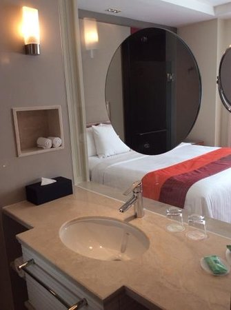 Courtyard by Marriott Bangkok : bathroom room 506
