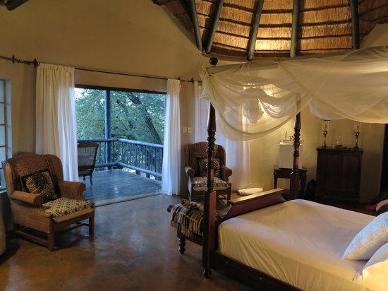 Mvuradona Safari Lodge : Honeymoon Suite