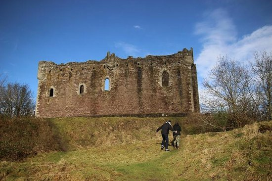 The Hairy Coo - Free Scottish Highlands Tour : castle from Mony Python and the Holy Grail