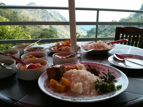 Ella's Edge Resort: A lunch with great view. Curry and rice with fish.