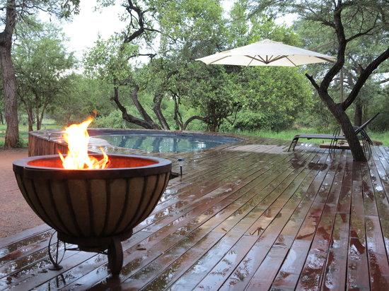 Mvuradona Safari Lodge : Fire pit