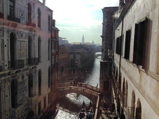 Hotel al Ponte dei Sospiri: View from Canal Suite room 352