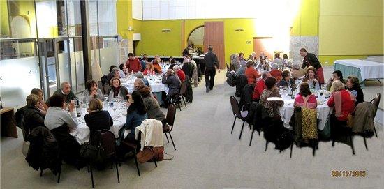 Hospederia Conventual de Alcantara: El grupo de amigos, comiendo; una comida excelente