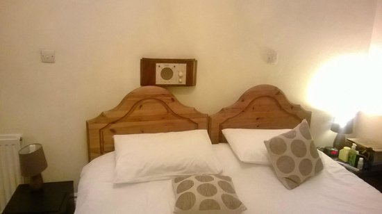 East Beach Hotel: Bed