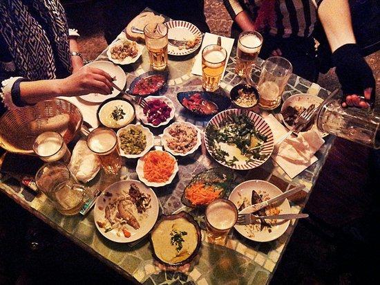 Savida Sea Food Bar: Full table!!