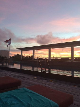 The ONE Legian: Pretty decent sunset from the rooftop pool area...