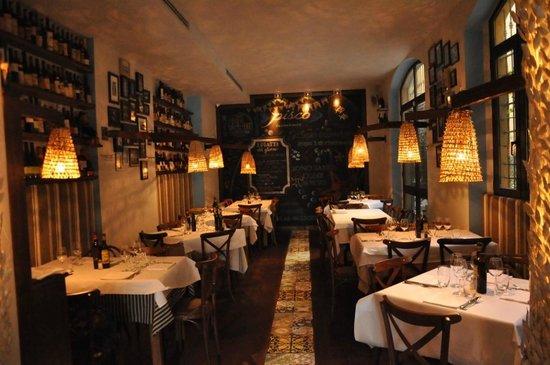 The 10 best restaurants near arco della pace milan for Bertani arredamenti