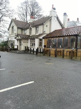 The Aperfield Inn: Updated photo of inn showing conservatory