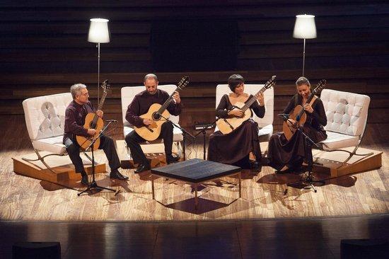 Maestros de la Guitarra: VERSUS by Barcelona 4 Guitars