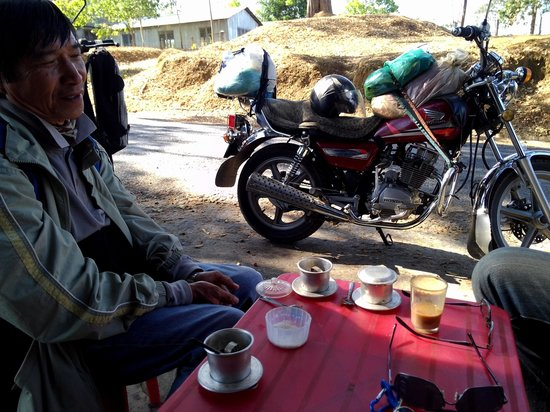 Vietnam Dalat Easyrider - Private Day Tours: Coffee brake while on the road
