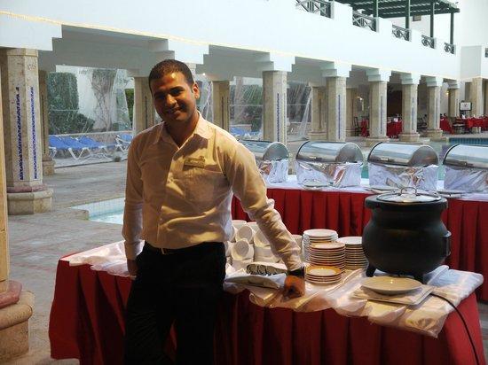 Sharm Plaza Hotel : Waiter
