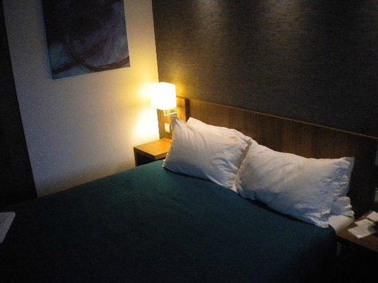 Holiday Inn Express Lisbon Alfragide: cama