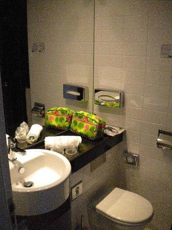 Holiday Inn Express Lisbon Alfragide: banheiro