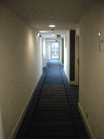 Holiday Inn Express Lisbon Alfragide: corredor