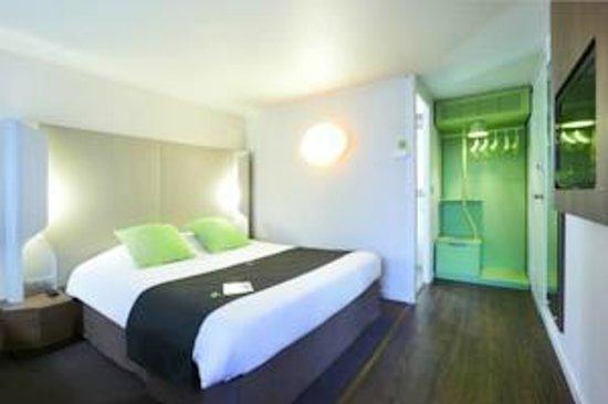 Campanile Montbéliard - Sochaux : Chambre grand lit