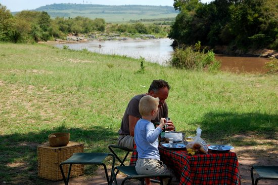 Elephant Pepper Camp: Breakfast at the Mara River!