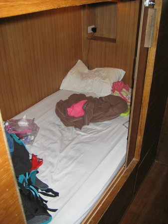 Suneta Hostel Khaosan: my cabin bed