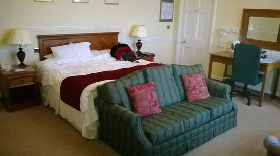 Tregenna Castle Resort: Our room - photo doesn't really show how big it is though