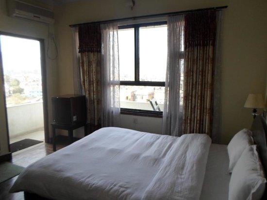 Hotel Encounter Nepal: my room no 304 big bed