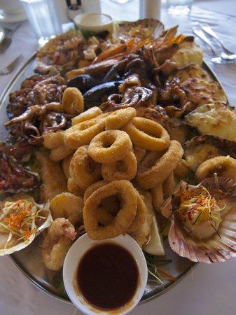 Danny's Seafood: Hot Seafood Platter - Om nom nom!