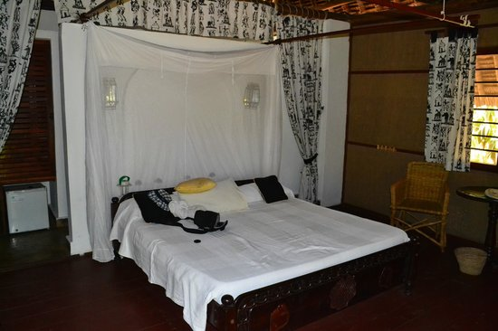 Mbuyu Beach Bungalows: Bett