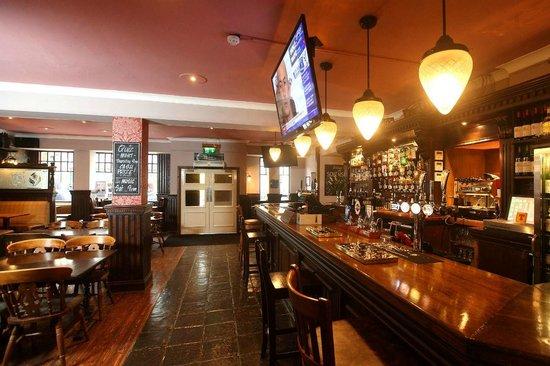 The Southsider Pub: Bar area