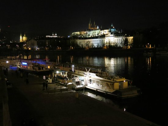 Jazz Boat: Jazzboat with Prague Castle in the background
