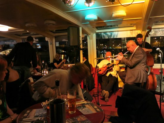 Jazz Boat: Julius Barosz trio