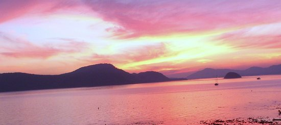 Kantary Bay, Phuket: Sunset from the pool