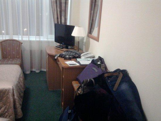 "Tourist Hotel Complex ""Izmailovo"" (Gamma-Delta): Стол, тумбочка, телевизор, телефон"