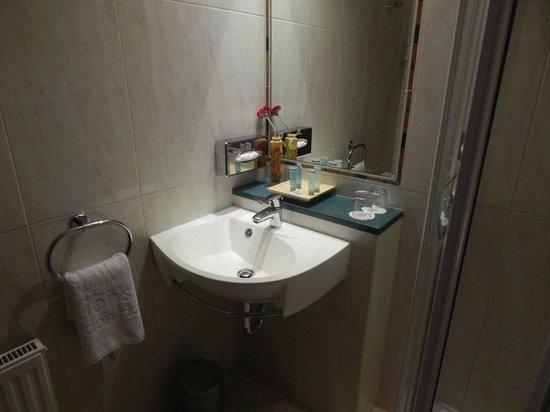 Lion's Garden Hotel: Bathroom