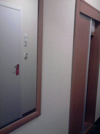Izmailovo Gamma Delta: Встроенные шкафы в коридоре