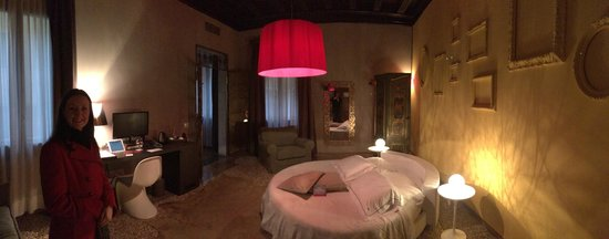 Corte Di Gabriela: Our suite with the round bed