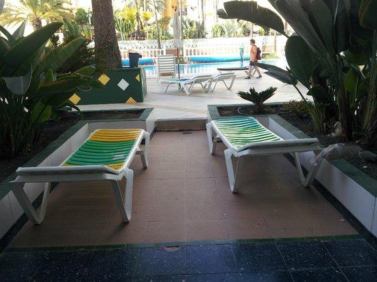 Corona Blanca: terrace and pool area