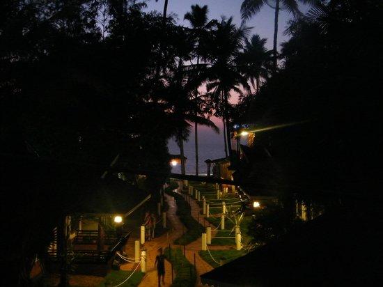 Clafouti Beach Resort : abendliche Aussicht vom Zimmer über das Meer, inklusive romantischer sonnenuntergang
