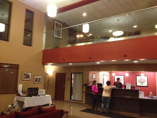 Maplewood Suites Extended Stay - Syracuse/Airport: Maplewood Inn lobby